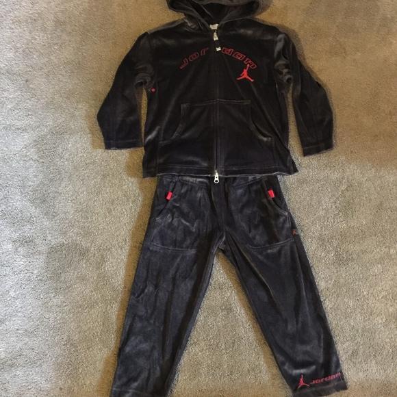 91c4ac9694bc35 Boys Nike Jordan Velour Sweatsuit Size 4 5. M 5a8dc64f2ae12f1085fc752d